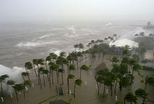 Storm surge brought by Typhoon Nesat in Manila